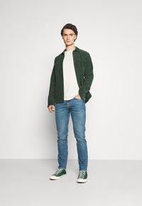 Tiger of Sweden Jeans - FLEEK - Basic T-shirt - birch bark - 1