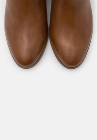 Steven New York - SOLANGE - Vysoká obuv - cognac - 5