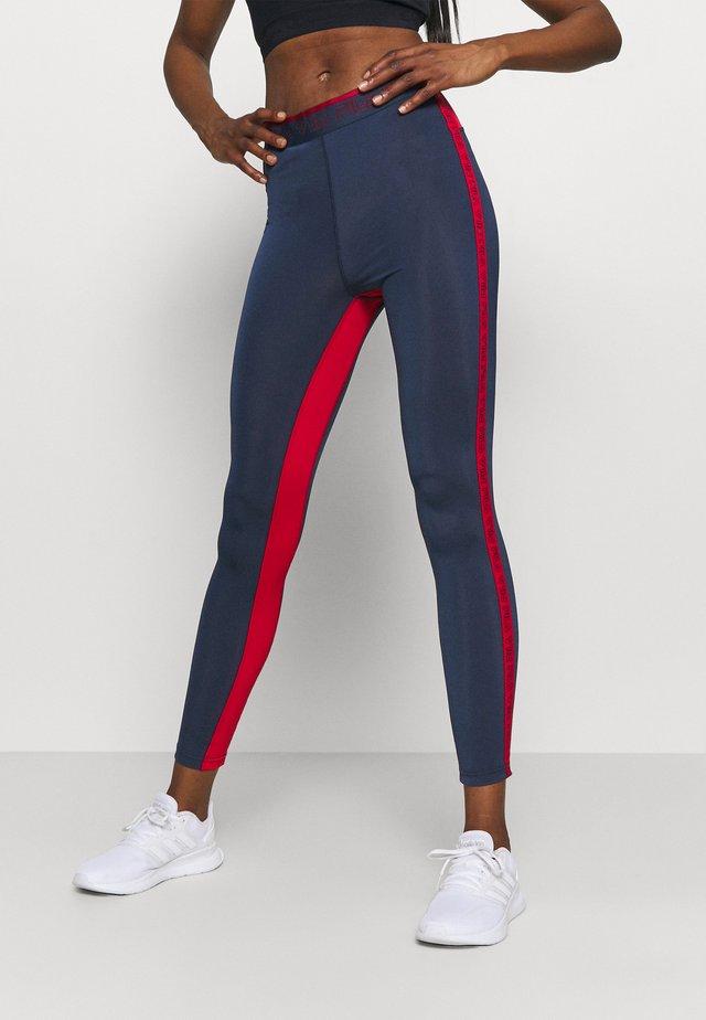 ALLA LEGGINGS - Legging - black iris/true red