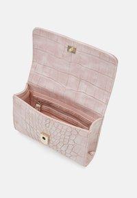 Valentino Bags - AUDREY - Bum bag - cipria - 2