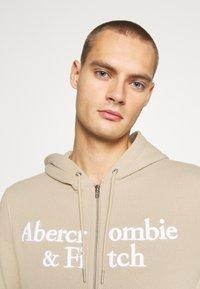 Abercrombie & Fitch - TONAL TECH LOGO - Zip-up hoodie - tan - 3