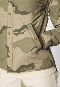 Burton - KILEY CAMO - Outdoor jacket - barren - 4