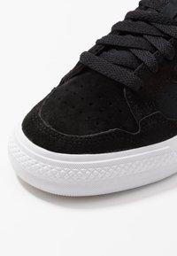 adidas Originals - CONTINENTAL VULC  - Zapatillas - cblack/ftwwht/cblack - 5