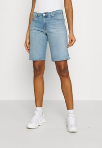 Tommy Jeans - MID RISE - Denim shorts - tess light blue - 0