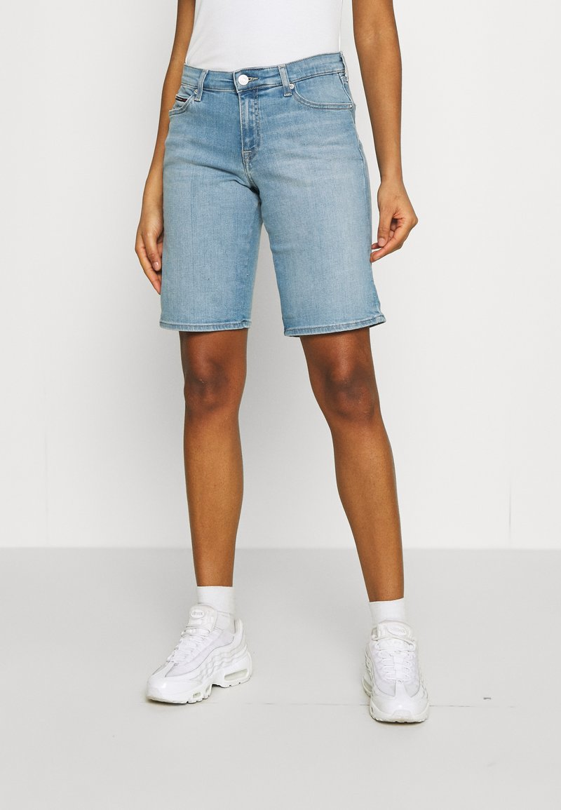 Tommy Jeans - MID RISE - Denim shorts - tess light blue