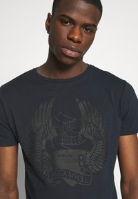 Replay - TEE - T-shirt med print - blue - 4