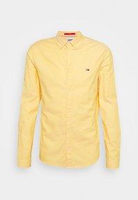 Tommy Jeans - SLIM STRETCH OXFORD - Skjorta - orange - 0