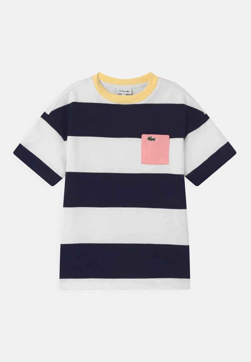 Lacoste - Camiseta estampada - flour/navy blue