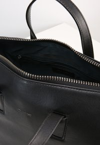 Matt & Nat - MITSUKO - Sac à main - black - 5