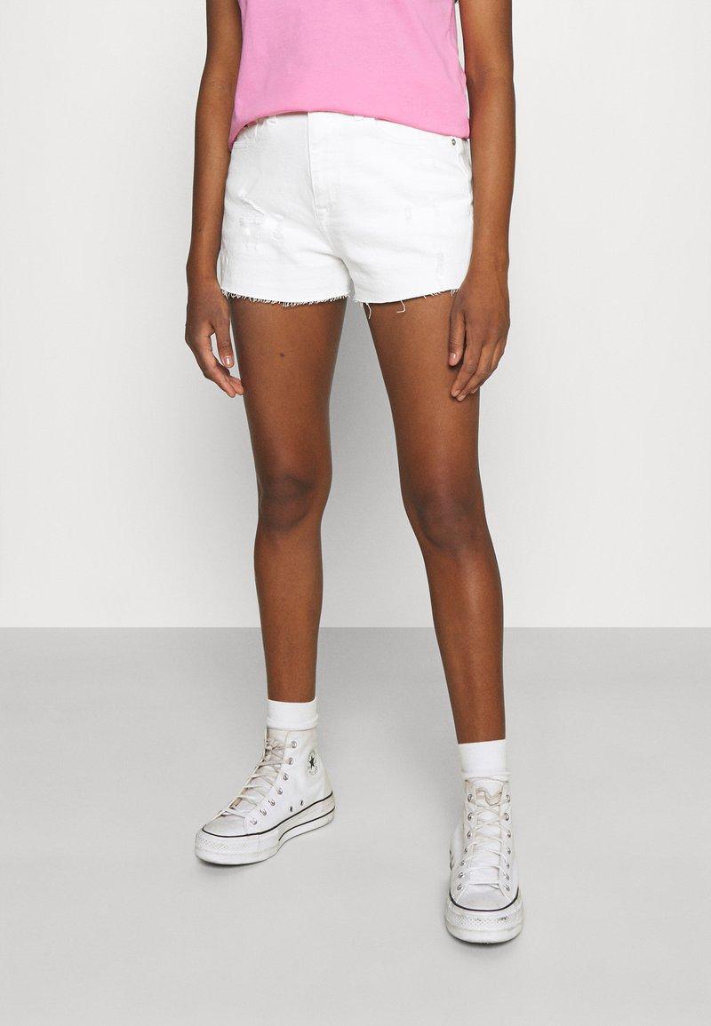 Tommy Jeans - HOTPANT - Denim shorts - optic white