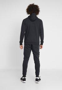 Under Armour - RIVAL PRINTED - Pantaloni sportivi - black - 2