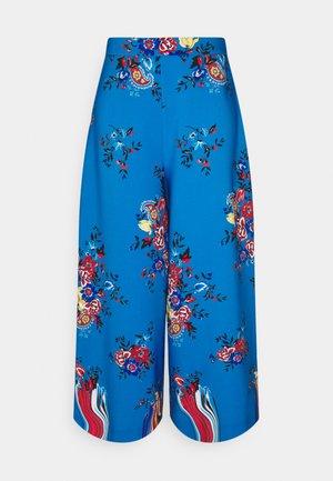 FLOWER TROUSERS - Stoffhose - stampa fondo azzurro