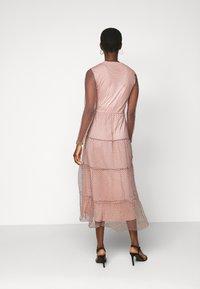 Vero Moda Tall - VMJUANA DRESS - Společenské šaty - misty rose/black - 2