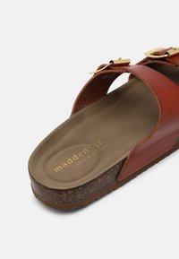 Madden Girl - BRANDO - Slippers - cognac paris - 5