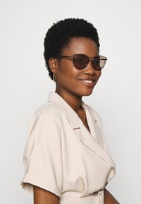 Guess - Sunglasses - brown - 1