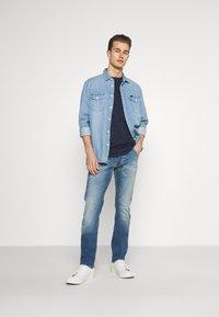 Mustang - MICHIGAN - Zúžené džíny - denim blue - 1