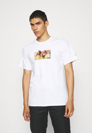 DHALSIM TEE - Print T-shirt - white