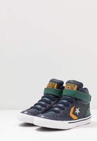 Converse - PRO BLAZE STRAP - Zapatillas altas - obsidian/midnight clover/saffron yellow - 3
