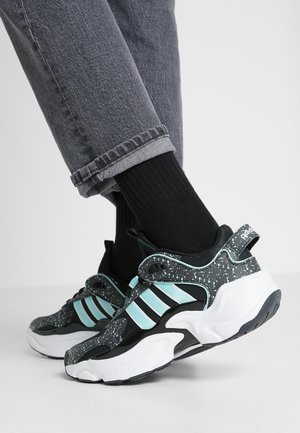 MAGMUR RUNNER - Sneakers - core black/footwear white/frozen mint