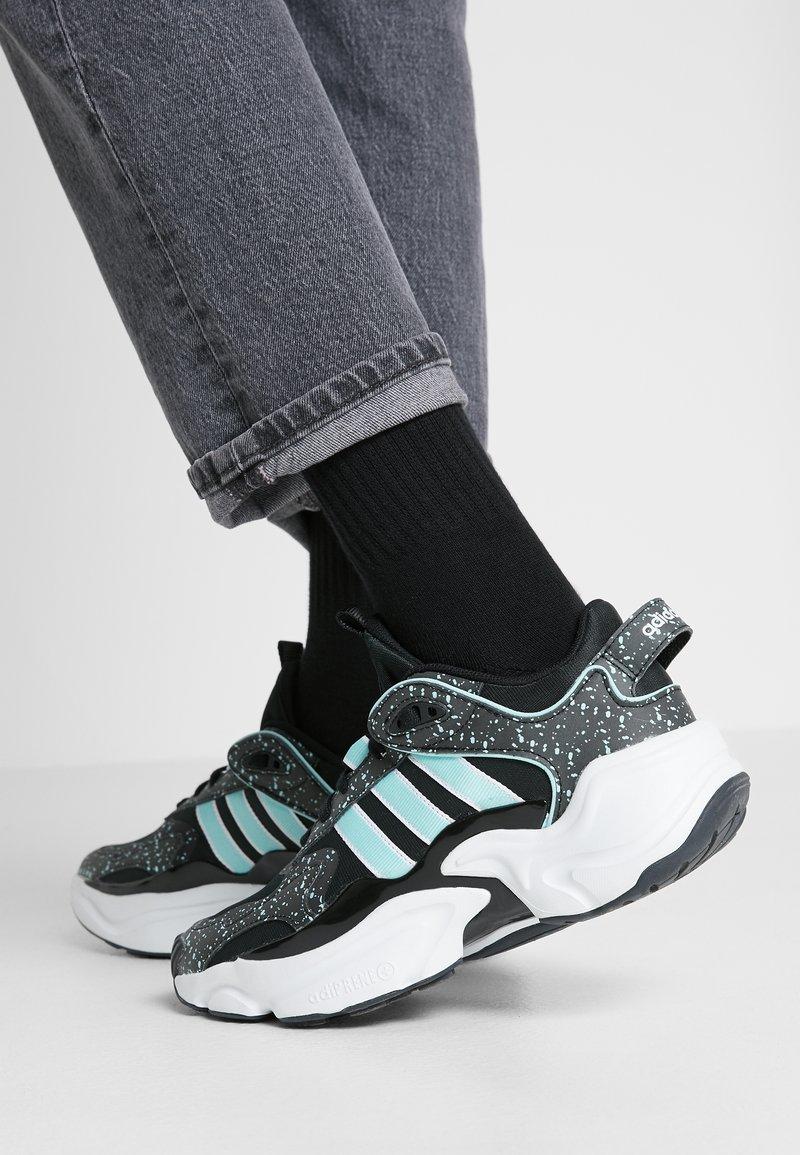 adidas Originals - MAGMUR RUNNER - Sneakersy niskie - core black/footwear white/frozen mint