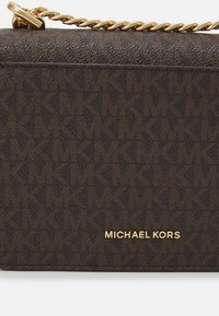 MICHAEL Michael Kors - GUSSET CROSSBODY - Across body bag - brown/acorn - 4