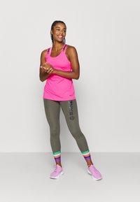Nike Performance - ELASTKIA - Funkční triko - hyper pink/black - 1