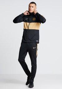 Nike Performance - INTER MAILAND DRY SUIT SET - Klubtrøjer - black/truly gold - 1