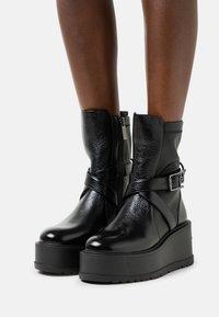 Liu Jo Jeans - SOFT 157 - Klapki - black - 0