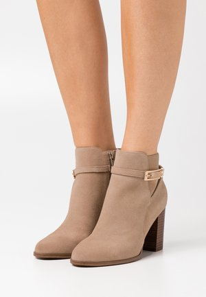 LEATHER - Botines bajos - light brown