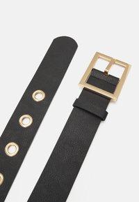 Pieces - PCFIFFA WAIST BELT - Waist belt - black/gold-coloured - 2