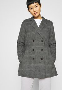 JUST FEMALE - MYRNA - Short coat - grey - 4