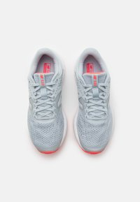 New Balance - 520 - Neutral running shoes - grey/pink - 3