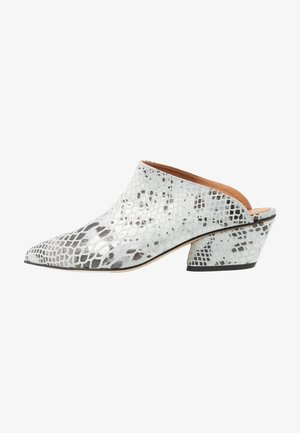FALL ON ME - Heeled mules - white/black