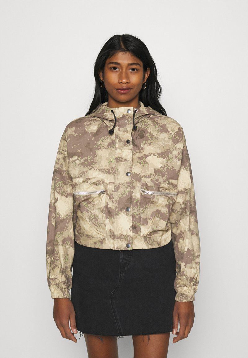 Missguided - CAMO CARGO UTILITY - Summer jacket - green