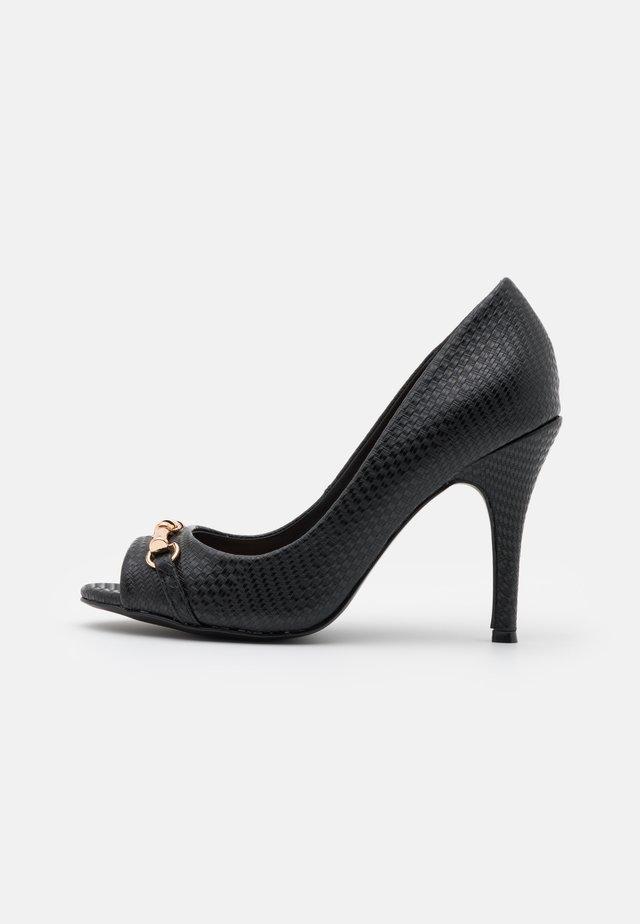 CRAVE - Høye hæler med åpen front - black
