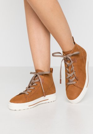 High-top trainers - walnut