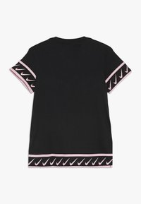 Nike Performance - TEE STUDIO - Print T-shirt - black/pink tint - 1
