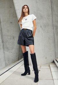 Pinko - BUSSOLANO - Print T-shirt - white - 5