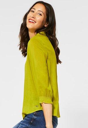 MIT SMOK-DETAIL - Button-down blouse - grün