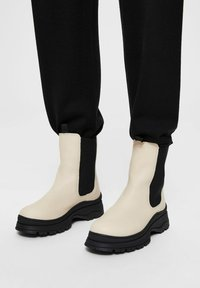 Selected Femme - SLFLUCY - Platform ankle boots - sand - 0