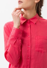 BRAX - VICTORIA - Button-down blouse - papaya - 3