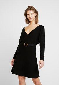 Forever New - MADELYN BELTED DRESS - Strickkleid - black - 0