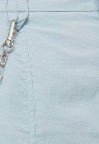 Bershka - MIT KETTE - Trousers - light blue - 5