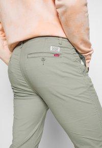 Levi's® - SLIM - Chinot - greens - 3