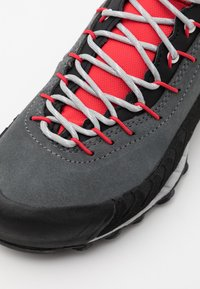 La Sportiva - TX4 WOMAN GTX - Hiking shoes - carbon/hibiscus - 5