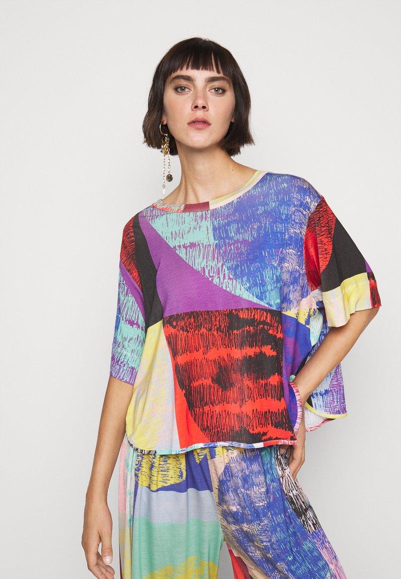 Henrik Vibskov - GRABBER TEE BLURRY LIGHTS PRINT - T-shirt imprimé - multi-coloured