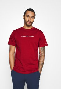 Tommy Jeans - STRAIGHT LOGO TEE - Printtipaita - wine red - 0