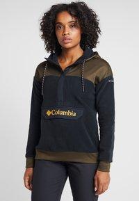 Columbia - EXPLORATION ANORAK - Felpa con cappuccio - black/olive green - 0