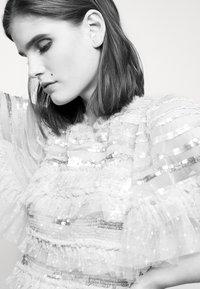 Needle & Thread - ARIANA SEQUIN GOWN - Festklänning - seashell - 4