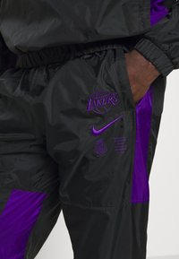 Nike Performance - NBA LA LAKERS TRACKSUIT - Klubové oblečení - black/field purple - 6